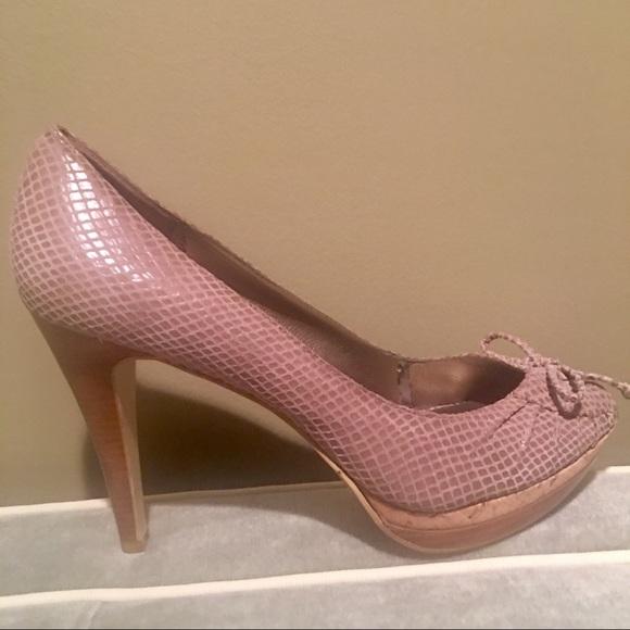 Moda Women s Blush Textured Peep Toe Heels Shoes 73c037112f